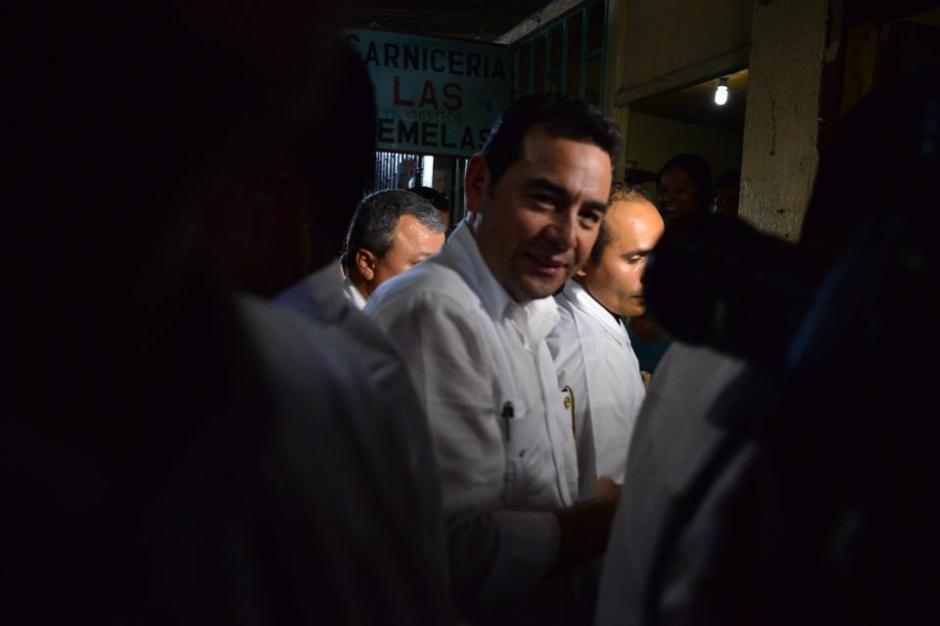 El presidente, en su primera salida al interior del país, fue a un mercado. (Foto: Jesús Alfonso/Soy502)