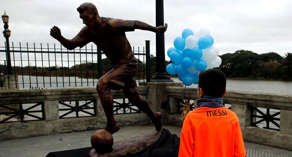 La estatua de Messi fue inagurada en junio de 2016. (Foto: Twitter)