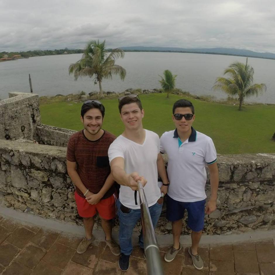 El joven también acostumbra a viajar junto a sus amigos. (Foto Facebook/Juandelacruz Rodríguez Portillo)