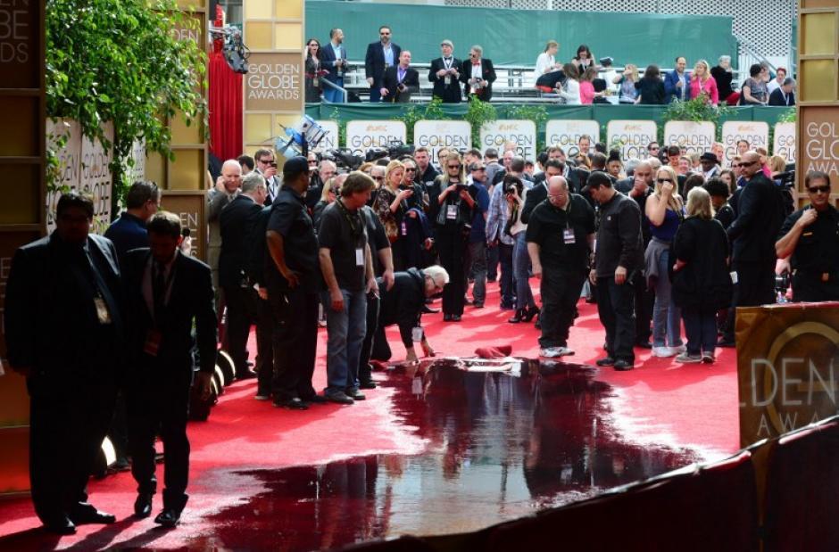 Minutos antes de que iniciaran los Globos de Oro, la alfombra roja se inundó debido a la ruptura de una de las tuberías. (Foto: AFP)