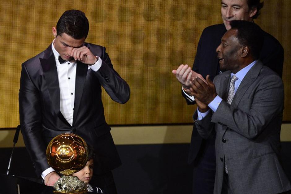 El luso lloró junto a su hijo cuando este año le fue entregado el Balón de Oro por su excepcional 2013. (Foto: AFP)