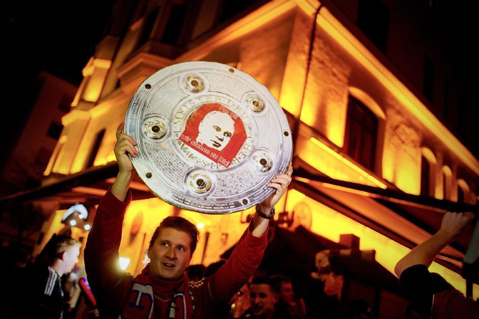 Los aficionados salieron a las calles de Munich a celebrar el título más rápido en la historia de la Bundesliga. (Foto: EFE)