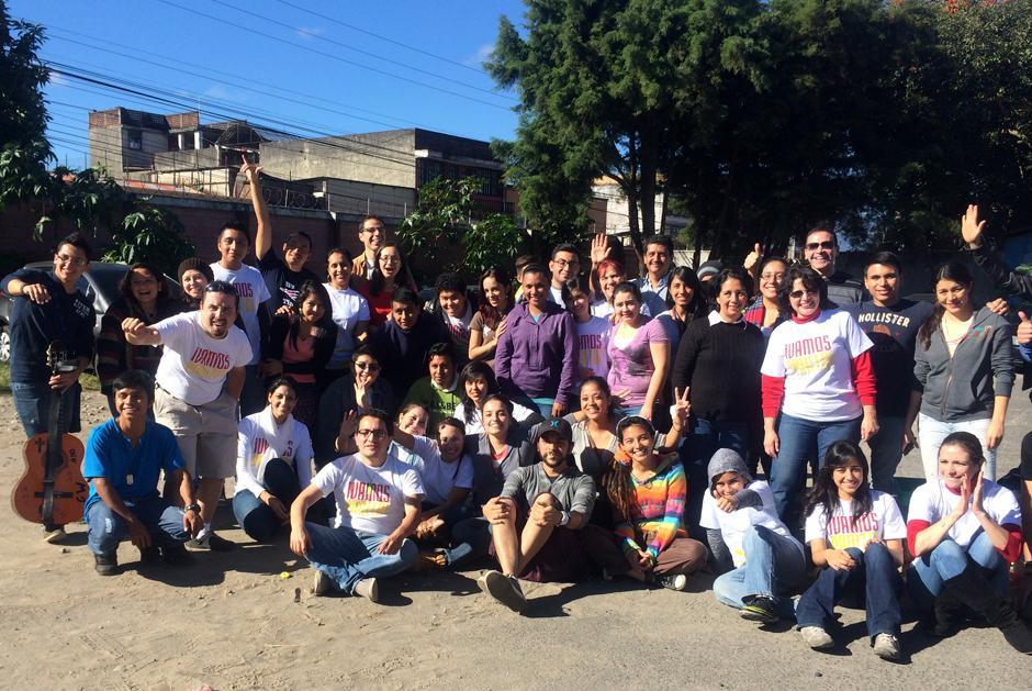 Los voluntarios de Operación Panito afirman que las personas que han conocido en las calles y a las que apoyan cada semana, son sus verdaderos amigos.(Foto: Luis Barrios/Soy502)