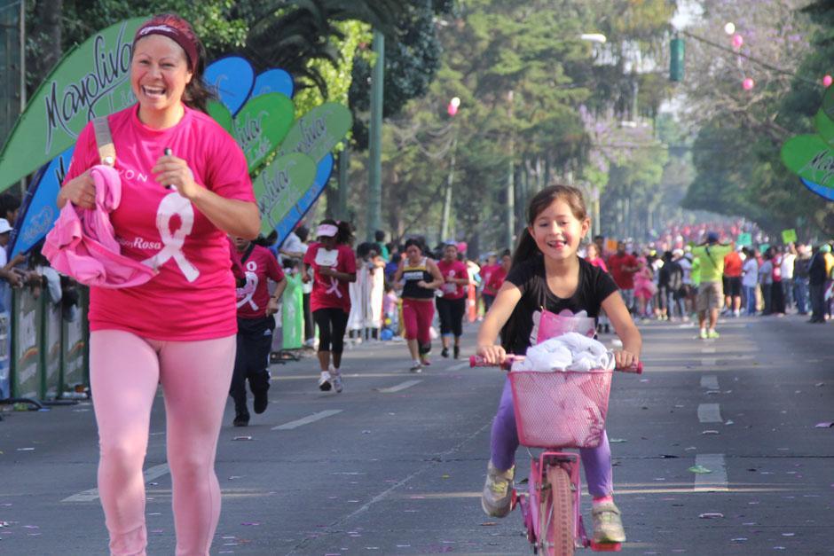 Madre e hija compitieron y llegaron a la meta con una sonrisa en el rostro. (Foto: Alexis Batres/Soy502)