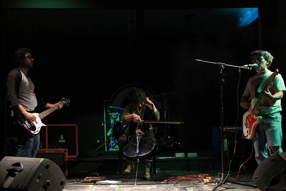 Pamela Flores subió al escenario y con su sello interpretó canciones de Nirvana en una inolvidable noche llena de rock. (Foto: Alexis Batres/Soy502)