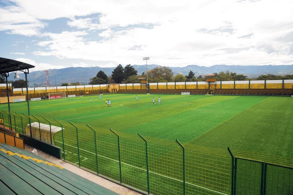 El estadio Julio Armando Cóbar, de Petapa, es uno de los tres escenarios de la Liga Nacional con gramilla sintética. (Foto: Nuestro Diario)