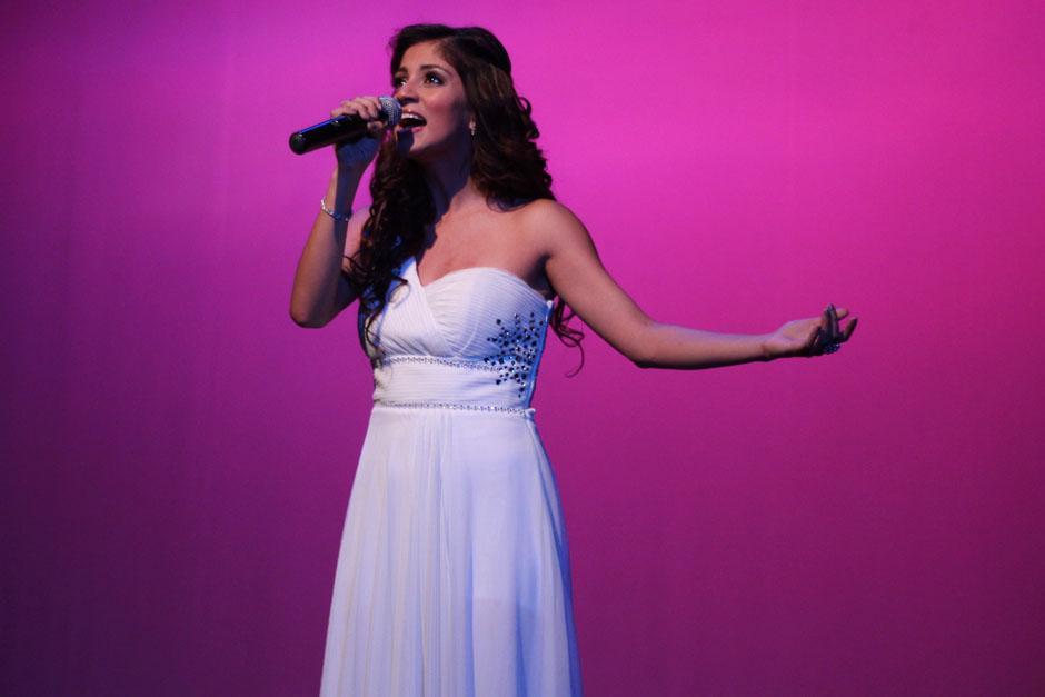 Ana irís durante su presentación en el Teatro de Cámara.
