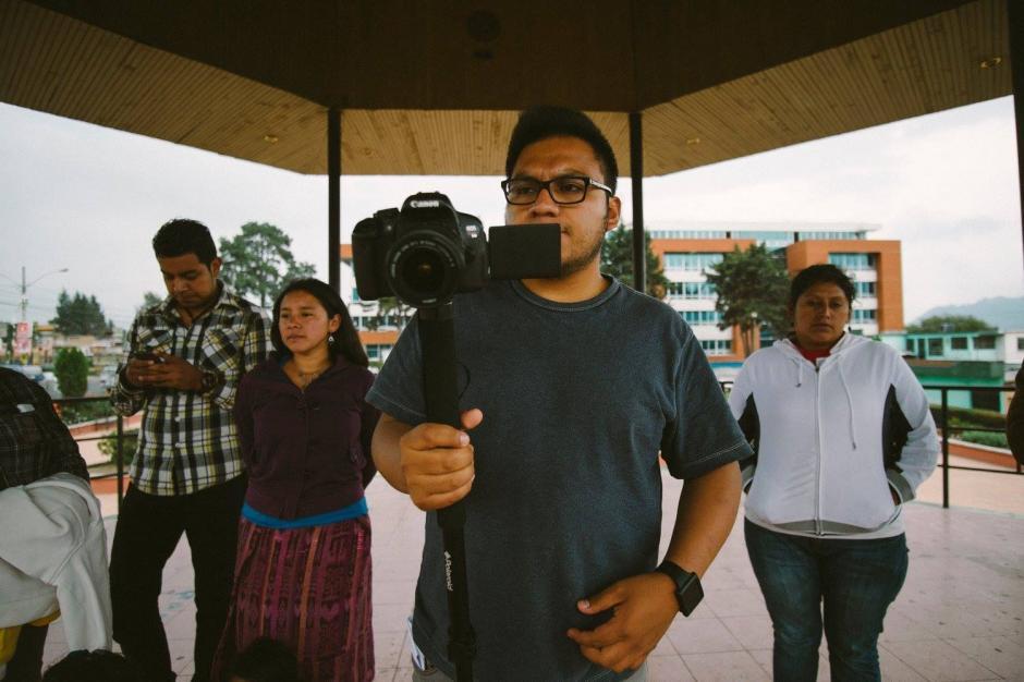 """Estudiantes de la carrera Producción Audiovisual y Artes Cinematográficas de La Universidad Mesoamericana en Quetzaltenango, elaboró el cortometraje """"Necrosis política"""". (Foto: Gerson Cifuentes)"""
