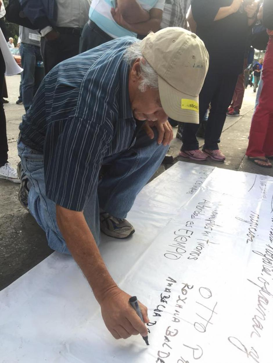 Los guatemaltecos se pronunciaron en matas contra la corrupción. (Foto: Carlos Duarte/NuestroDiario)