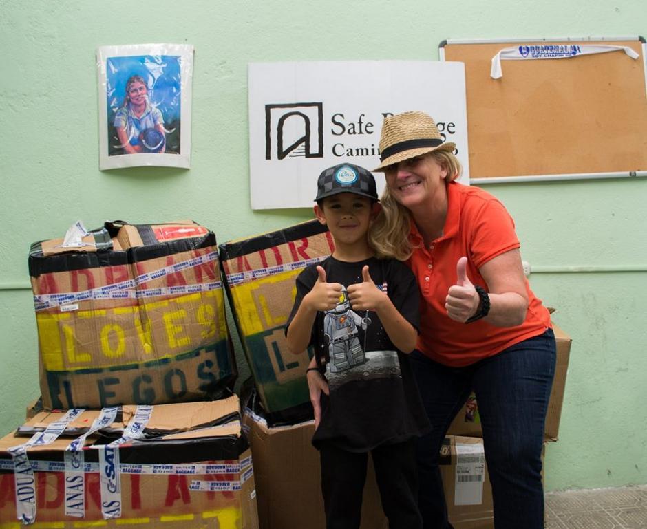 El pequeño voluntario llegó con su abuela a Guatemala para pasar unos días de vacaciones.(Foto: Camino Seguro)