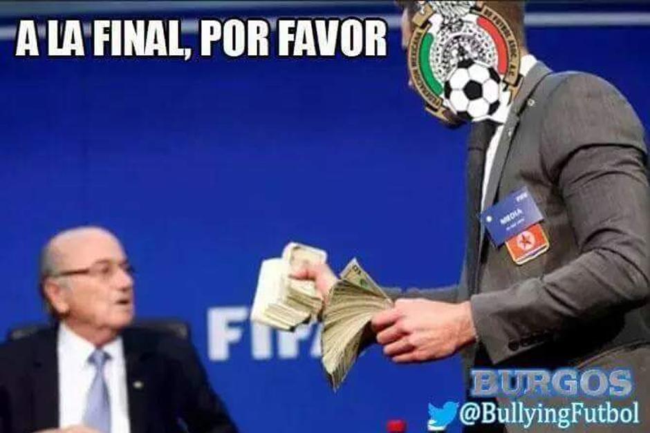 """Un """"meme"""" relacionando los penales marcados a México con el escándalo de la FIFA y Blatter. (Foto: elmundo.sv)"""