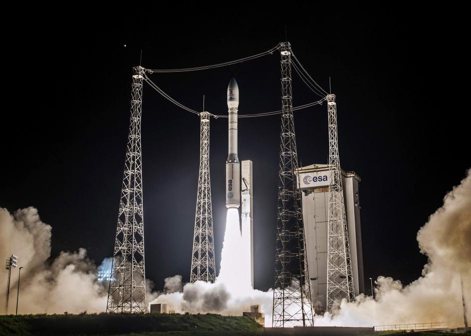 Fotografía facilitada por la agencia espacial francesa Centre National d'Etudes Spatiales (CNES) del despegue del cohete Vega, que transporta al satélite europeo LISA Pathfinder, desde Kurú (Guayana Francesa) esta madrugada. (Foto:EFE/Jm Guillon/Cnes)