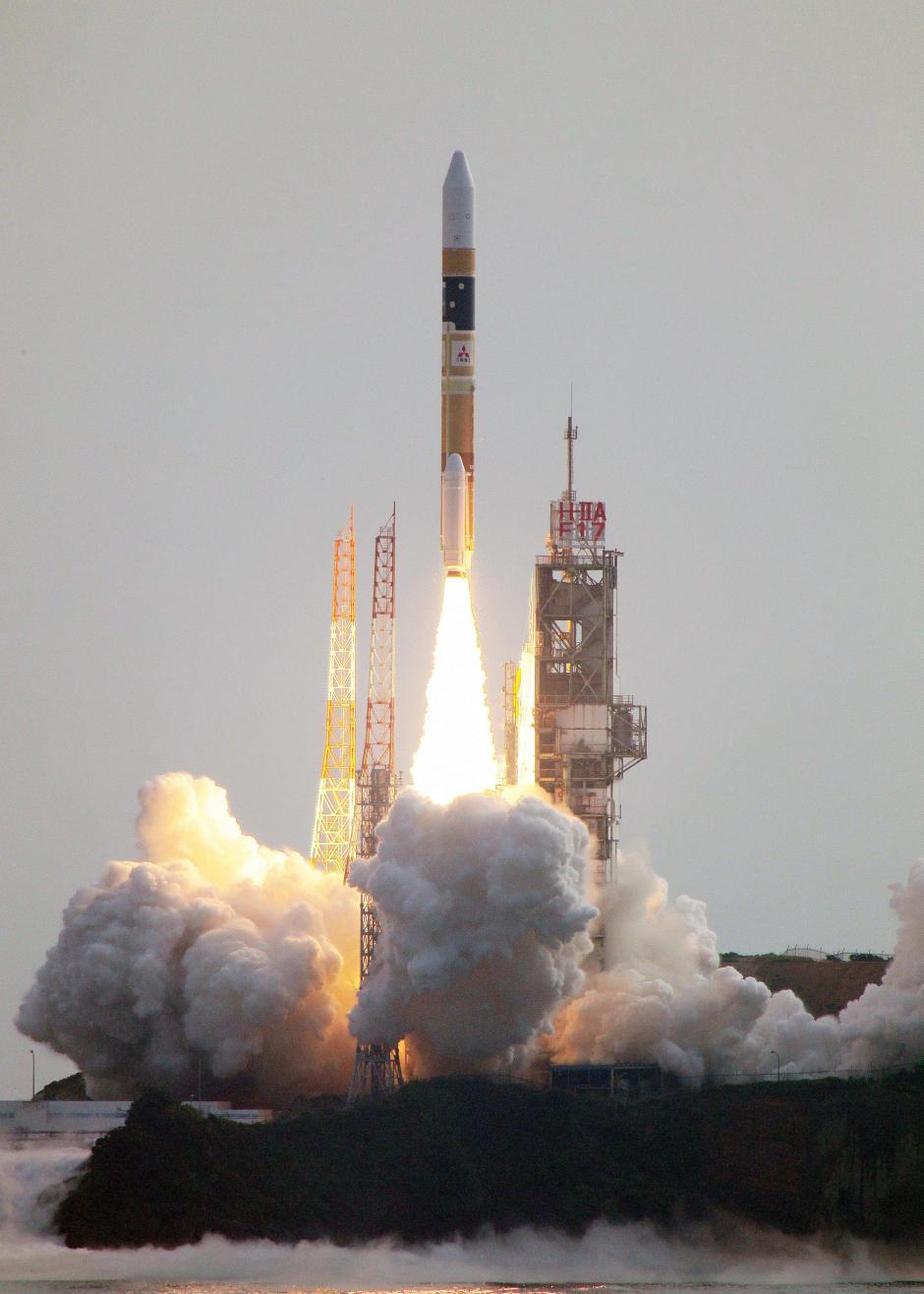 """Foto facilitada por Mitsubishi Heavy Industries, que muestra el lanzamiento de la sonda """"Akatsuki"""", que tendrá la misión de explorar el clima y la atmósfera de Venus. (Foto: EFE)"""