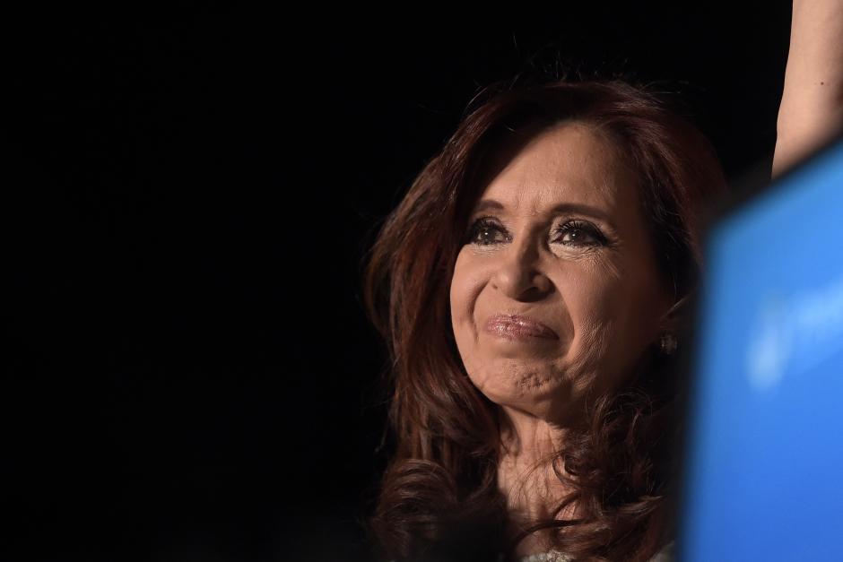 La expresidenta Cristina Fernández de Kirchner fue la gran ausente en el acto de investidura. En la foto, Fernández durante el masivo evento de despedida con sus seguidores. (Foto: EFE)