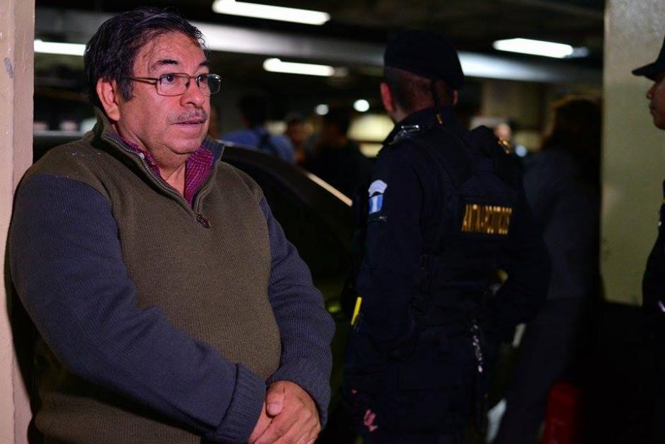 Edwin Rodas, exministro de Energía y Minas fue trasladado a la torre de Tribunales para resolver su situación jurídica. (Foto: Wilder López/Soy502)