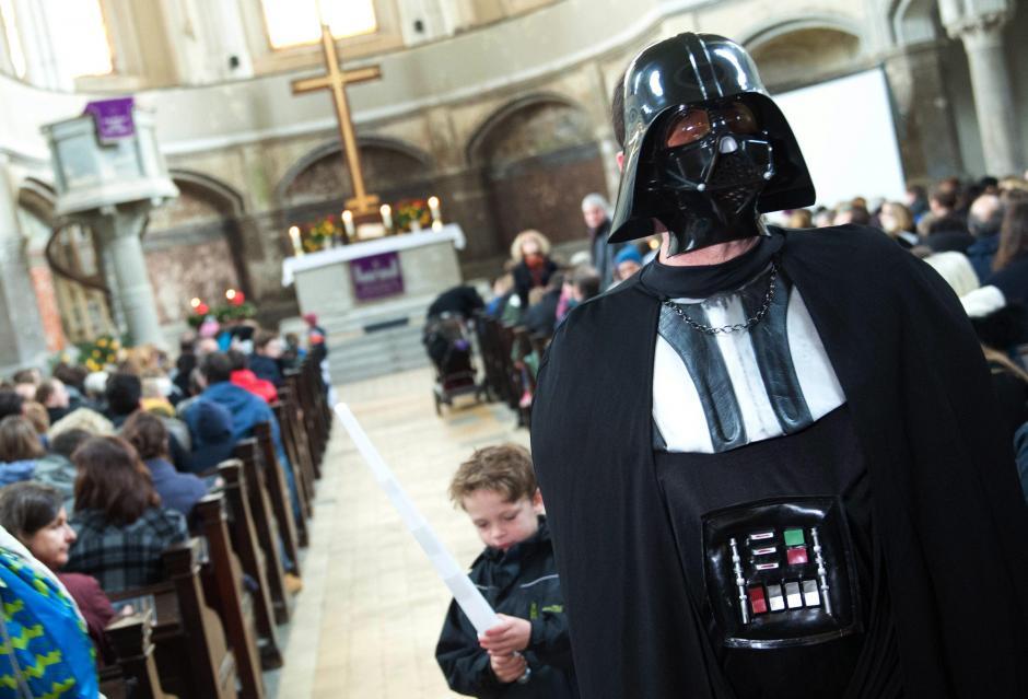 """La misa con disfraces de """"Star Wars"""" que tuvo lugar en Berlín. (Foto: EFE)"""