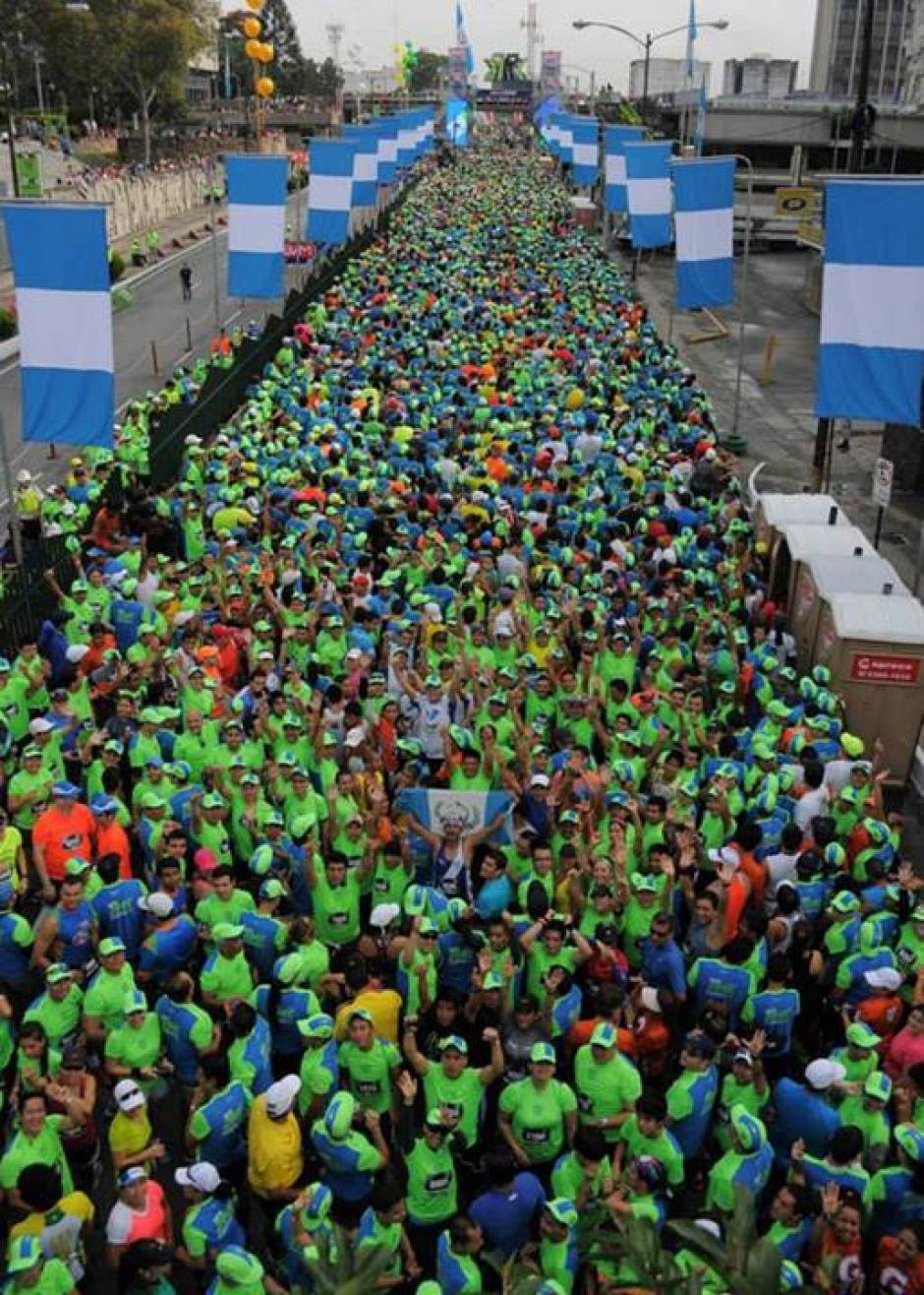 Panorámica de la séptima avenida de la zona 9, llena de corredores.