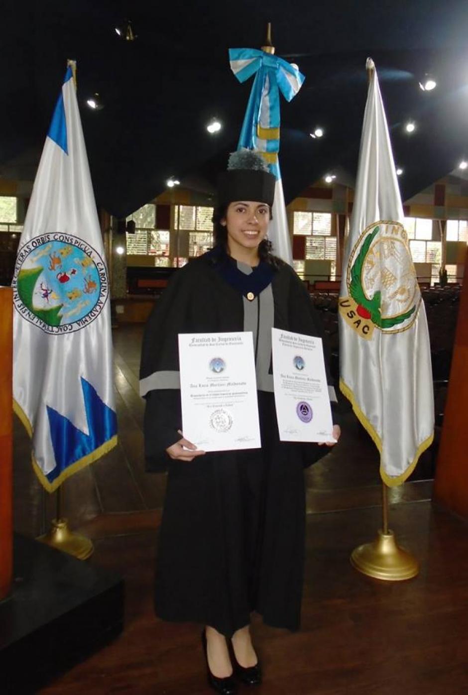 Ana Lucía Martínez se mostró feliz por conseguir una de sus grandes metas.(Foto: Cortesía)