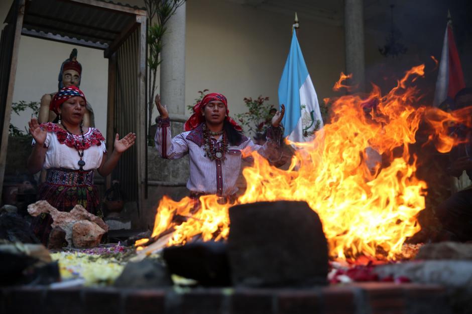 En la ceremonia se invocó al dios Ajau. (Foto: EFE)