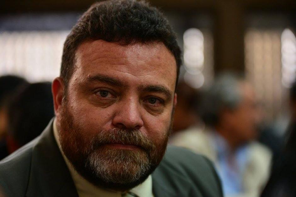Edgar Camargo, exdirector del Sistema Penitenciario, lucía menos confiado que Lima a su llegada a los tribunales.(Foto: Wilder López/Soy502)