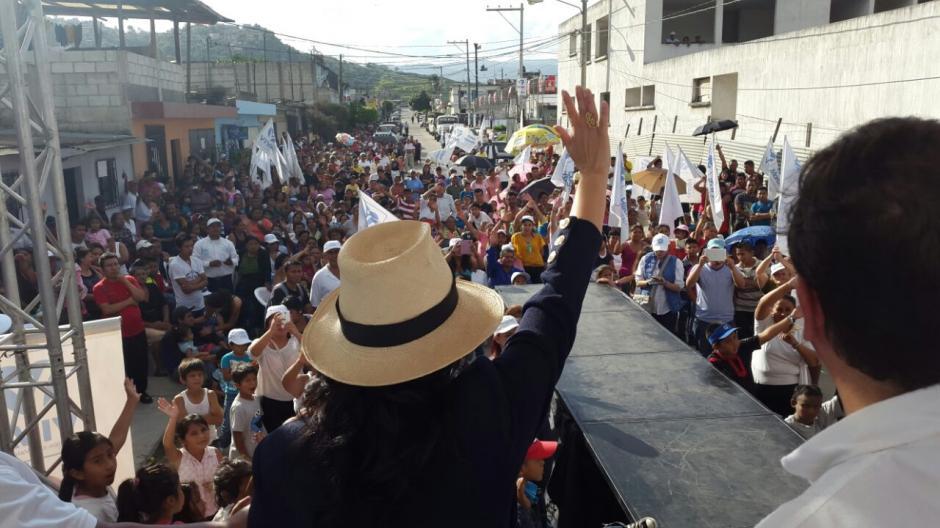 Por la tarde, la candidata presidenciable visitó el asentamiento del Alioto en Villa Nueva. (Foto: VIVA)