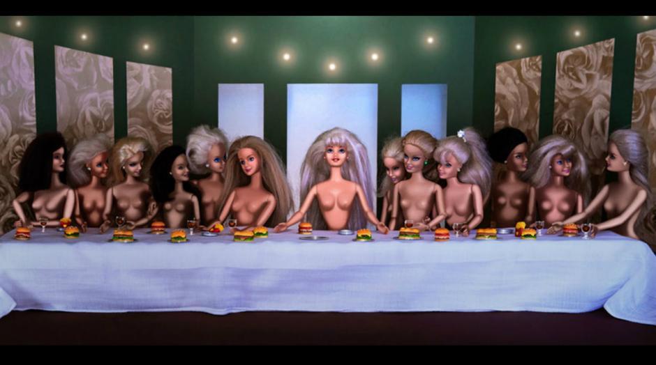 """""""La última cena"""" es una de las obras que más han sido cuestionadas por la forma en que es expuesta la creación de la artista.(Foto: Pinterest/catherinethery)"""