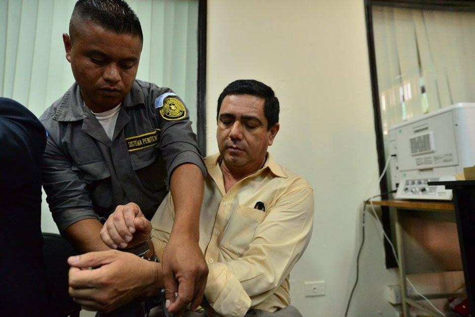 Otto Alejandro Barrios de León fue trasladado a la torre de Tribunales bajo fuertes medidas de seguridad. (Foto: Wilder López/Soy502)
