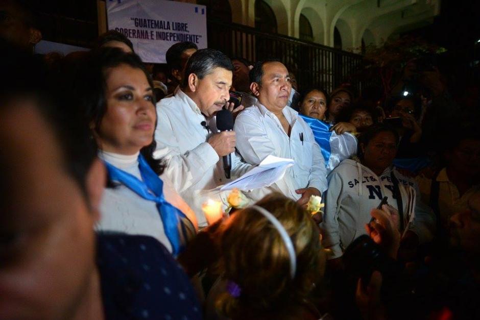 Edgar Barquín, el candidato a vicepresidente del partido Lider, leyó el discurso de Martin Luther King. (Foto: Wilder López/Soy502)
