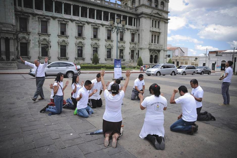 También se hicieron presentes para elevar plegarias en la Plaza de la Constitución. (Foto: Guate Ora/Facebook)
