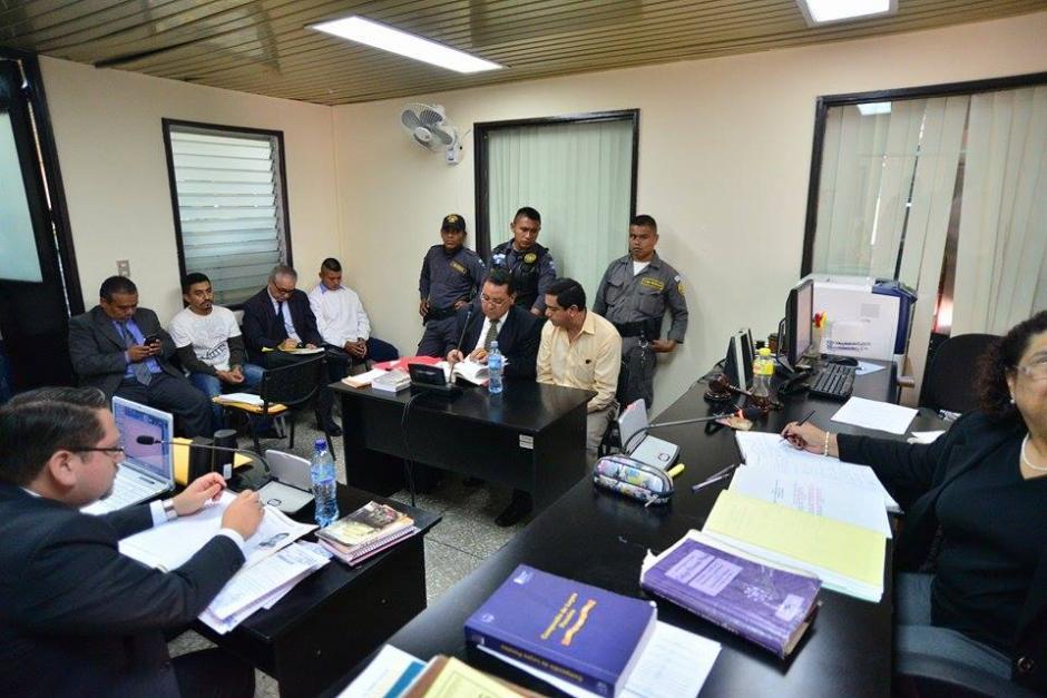 Barrios de León llegó al Juzgado Quinto de lo Penal para la audiencia que trata de investigar su responsabilidad en el hecho que se le imputa.(Foto: Wilder López/Soy502)