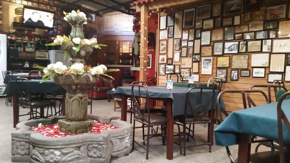 La fuente decorada en medio del lugar era uno de los detalles que maravillaba a sus clientes.(Foto: Café Baviera)