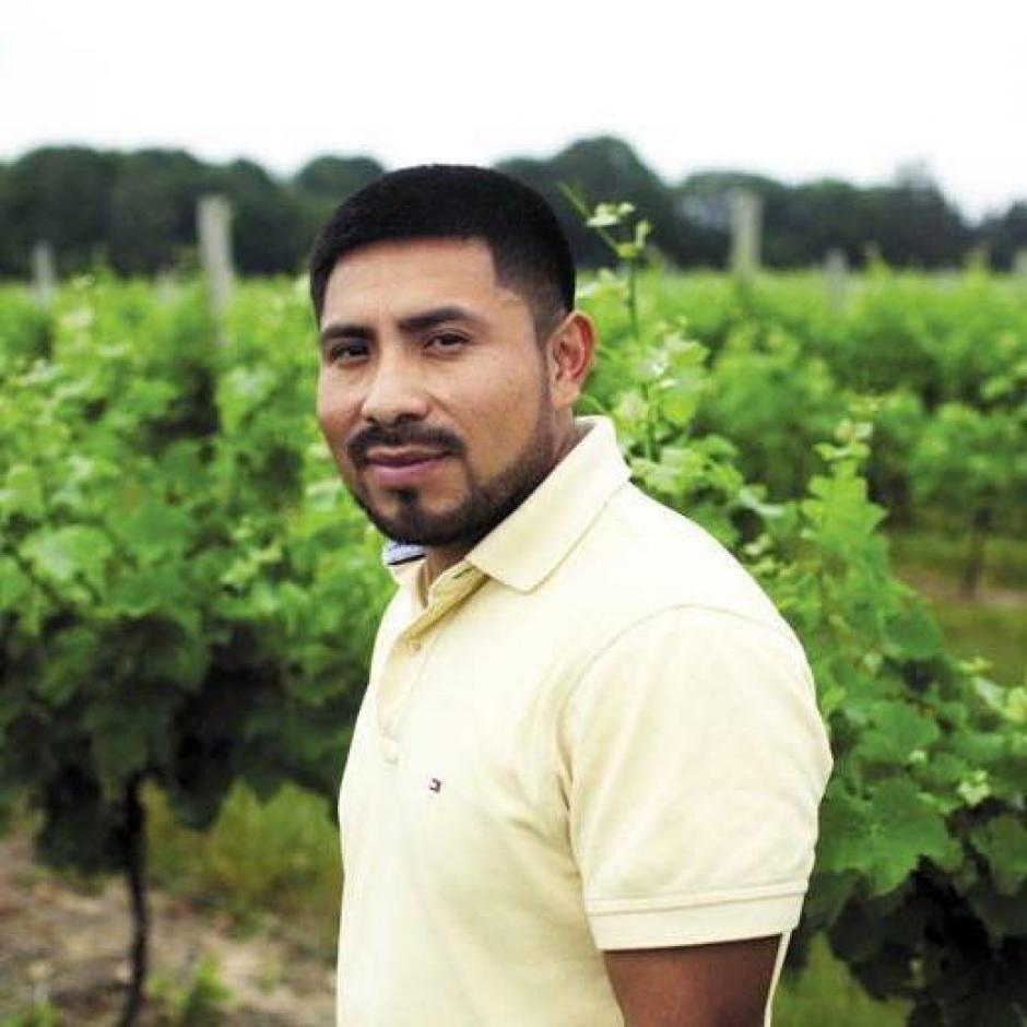 Su labor no se queda en apoyar a su familia, si no Cotzojay ayuda a los latinos. (Foto: Twitter)