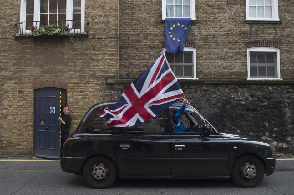 """Los británicos celebran los resultados porque se sentían """"ahogados"""" por Europa. (Foto: EFE)"""