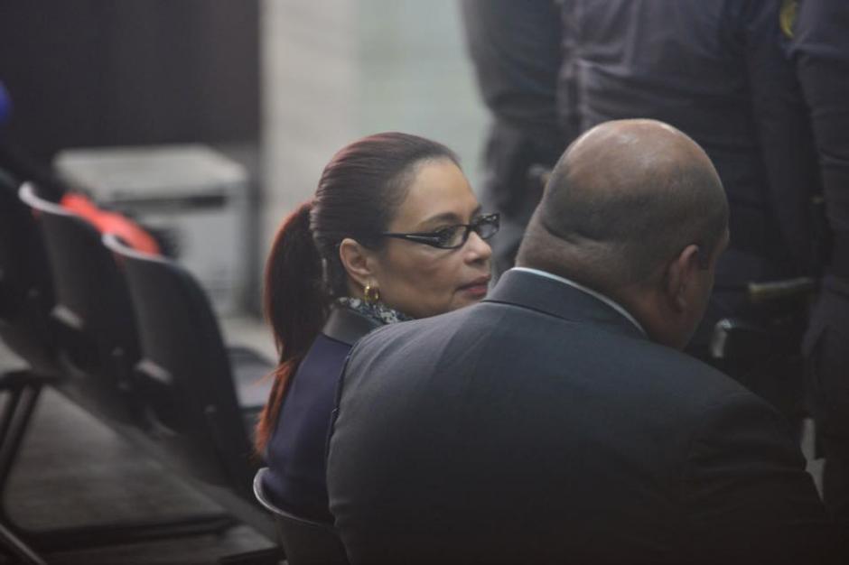La exvicepresidenta Roxana Baldetti ya se encuentra a la espera de que continúe la audiencia de primera declaración. (Foto: Jesús Alfonso/ Soy502)