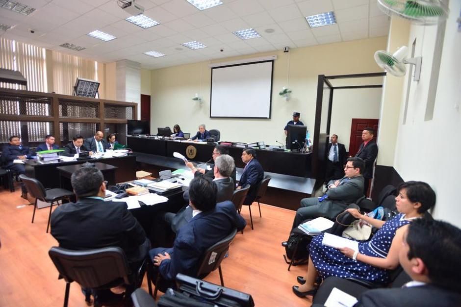 El abogado defensor de la exvicepresidenta presentó sus argumentos ante la acusación contra la exfuncionaria. (Foto: Jesús Alfonso/Soy502)
