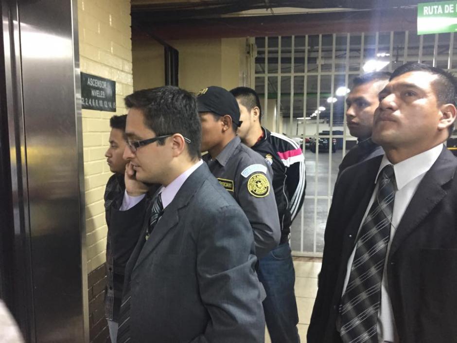Juan Francisco Sandoval, jefe de la Fiscalía Especial contra la Impunidad, llega a la Torre de Tribunales para la audiencia de primera declaración de la exvicepresidenta Roxana Baldetti. (Foto: Jesús Alfonso/ Soy502)