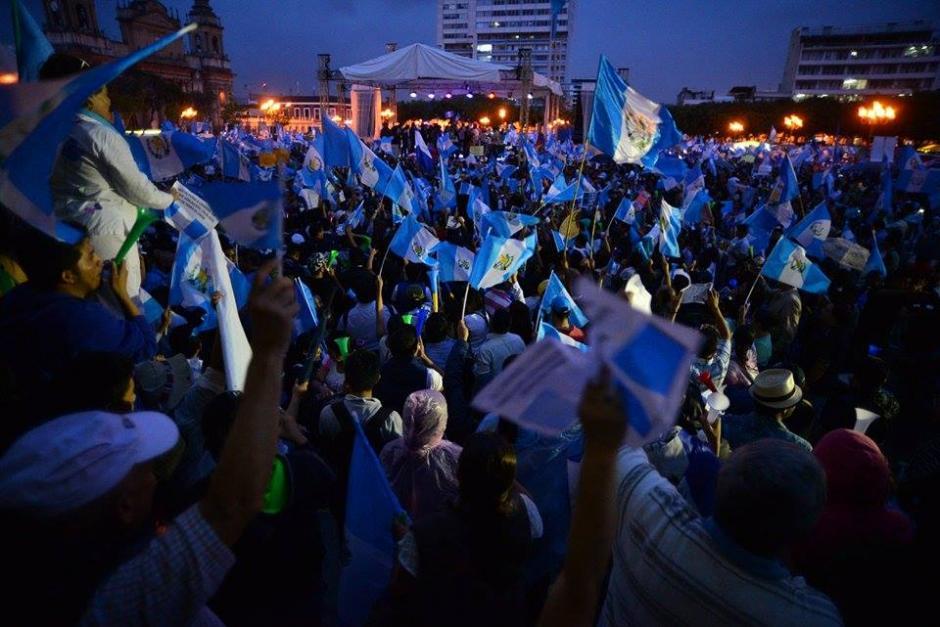 Guatemaltecos continúan protestando para exigir la renuncia del presidente Otto Pérez Molina. (Foto: Wilder López / Soy502)