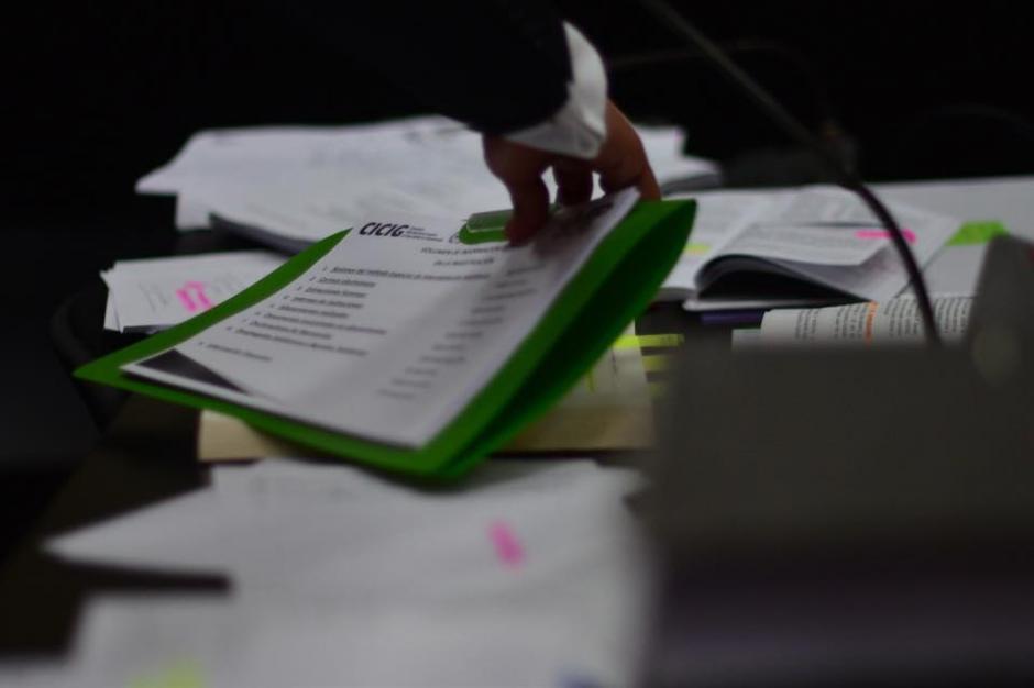 Documento presentado por la Comisión Internacional Contra la Impunidad en Guatemala (Cicig), donde se constatan las escuchas telefónicas. (Foto: Jesús Alfonso/Soy502)