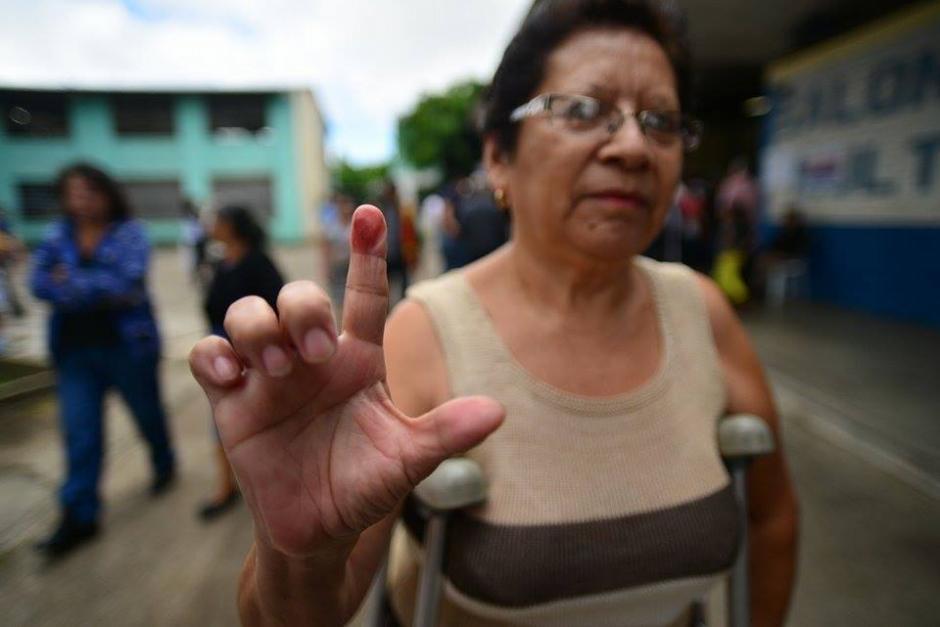"""#YaVoté La señora Ana Hernández emitió su voto """"para que no quedaran los malos en el poder"""". (Foto: Wilder López/Soy502)"""