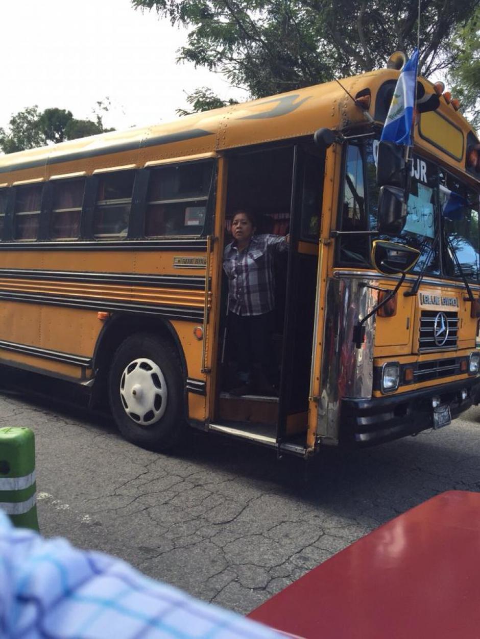 En la colonia Santa Fe, zona 13 de la capital, también se movilizaron votantes. (Foto: usuario Soy502).