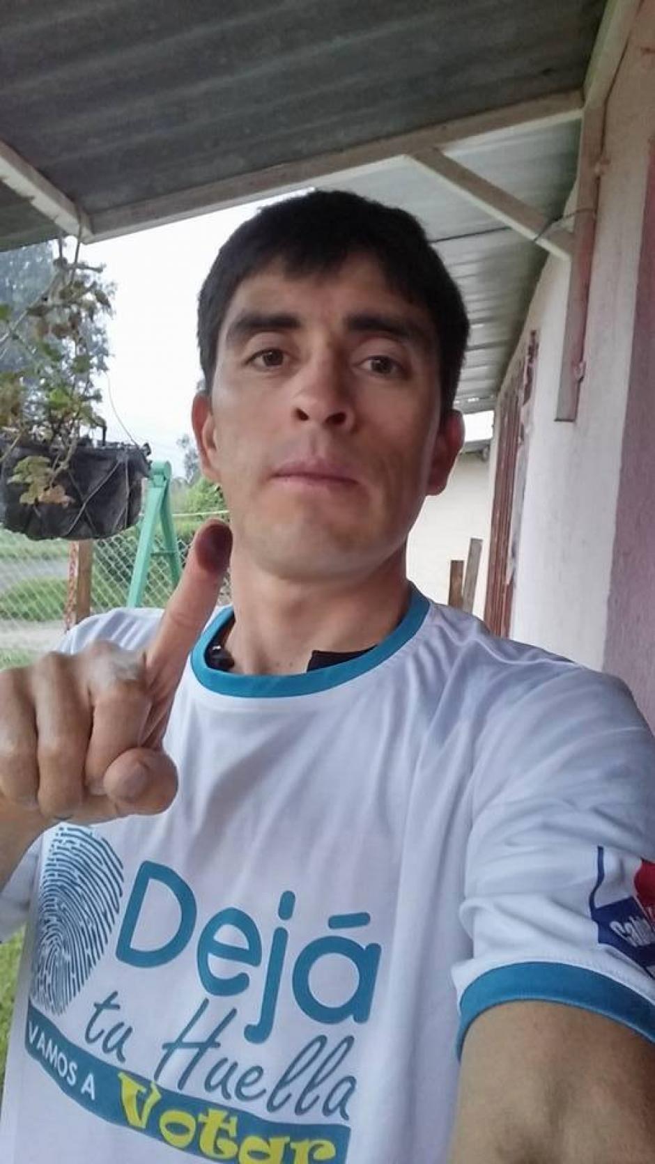 El ciclista quetzalteco Manuel Rodas, emitió su sufragio y compartió esta fotografía. (Foto: Cortesía)