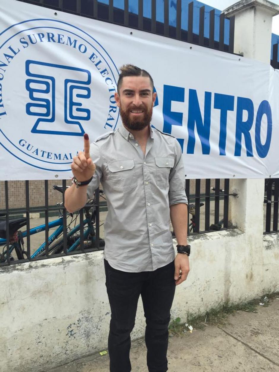 El volante de los cremas, Jean Márquez viajó a su natal Jalapa a votar. (Foto: Cortesía)