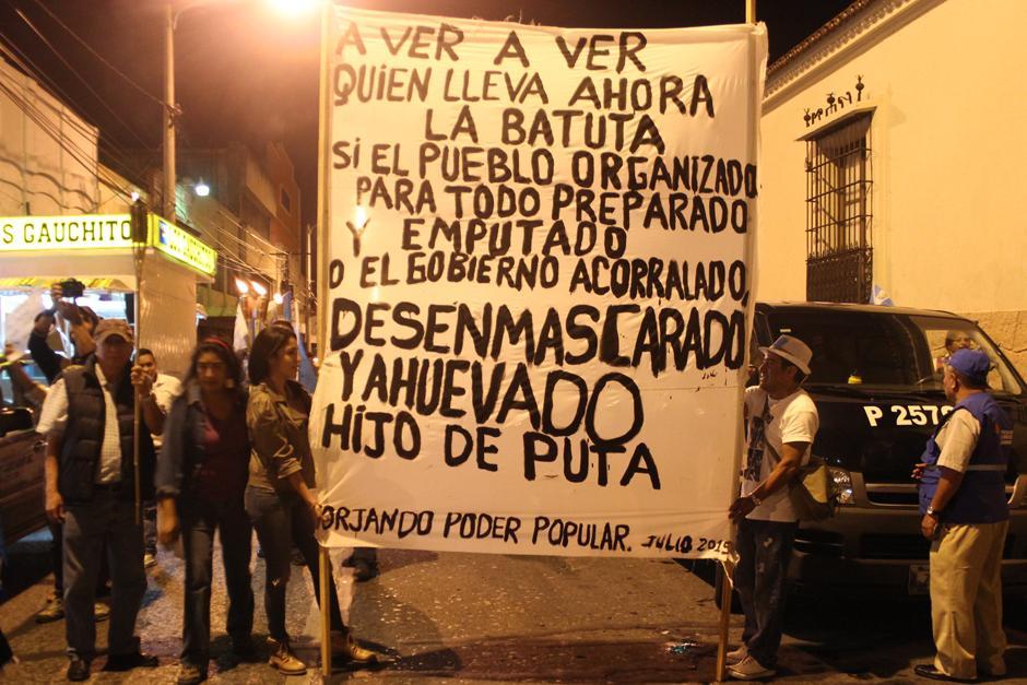 La molestia de los manifestantes se dejó ver sin censura. (Foto: Alejandro Balam/Soy502)