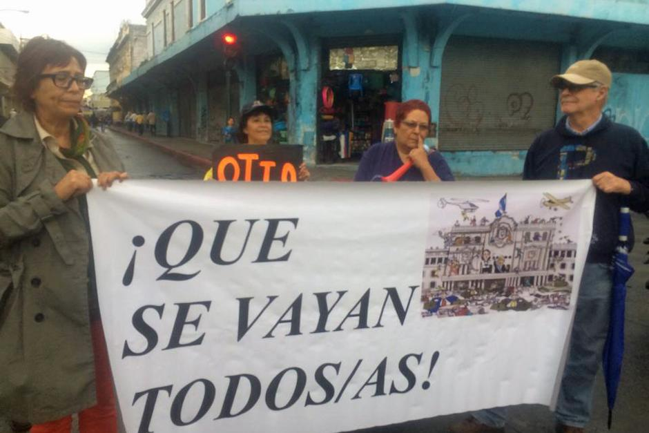 La mayoría de personas que participaron en las manifestaciones del 15A llegaron con rótulos propios. (Foto: Luis Barrios/Soy502)