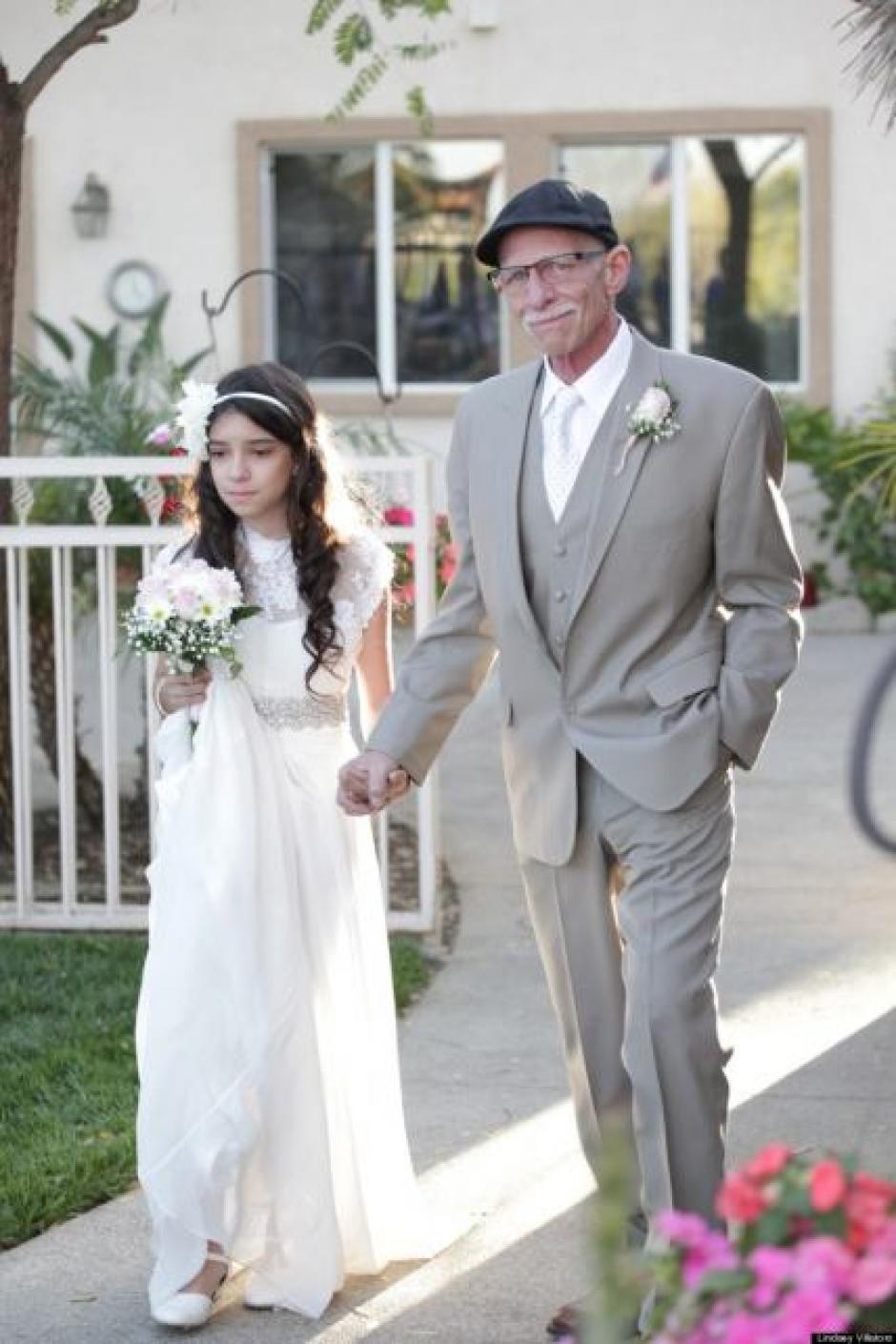 Josie pudo caminar hacia el altar del brazo de su padre. (Foto: Josie Natzic)