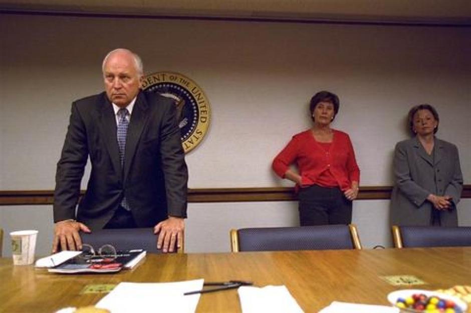 La primera dama Laura Bush, en el centro y la esposa del vicepresidente en la tarde tras los atentados. (Foto: David Bohrer/Archivos Nacionales)