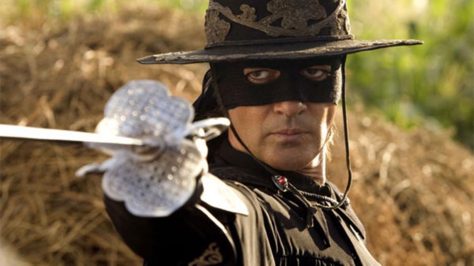 La leyenda del Zorro fue protagonizada por Antonio Banderas (Foto: ytimg.com)