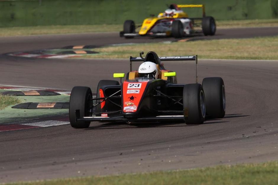 Este es uno de los carros en los que compite Ian Rodríguez, de Fórmula 4. (Foto: Facebook)