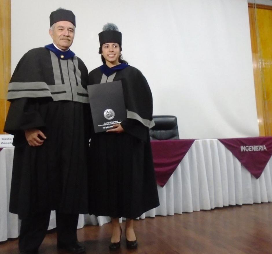 Ana Lucía Martínez se graduó este jueves como ingeniera química en la Universidad de San Carlos de Guatemala.(Foto: Cortesía)