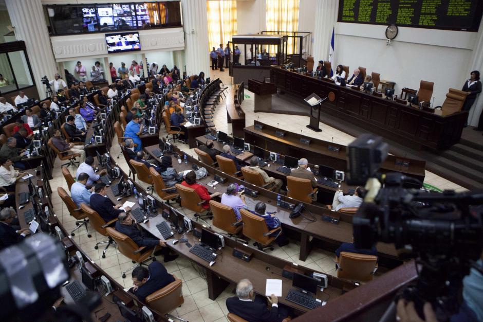 Los diputados se declararon independientes para evitar la destitución. (Foto: EFE)